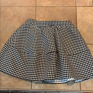 Express poodle like skirt full lined structured